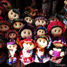 Perú, Cusco, muñecas confeccionadas por los lugareños, muy estimadas por los turistas - Jhabich