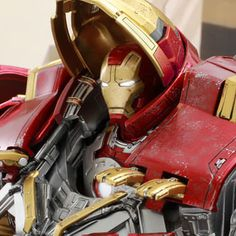 Hot Toys Marvel Sixth Scale Figures - Hulkbuster