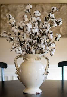 This cotton boll spray provides a rustic accent to mantles, tables, railings and more.  Our cotton sprays look beautiful in weddings and country-chic home decor.