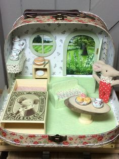 Doll House Miniature Dollhouse Kit Toys For Children New Year Christmas Gift - miniature dolls Doll Crafts, Cute Crafts, Diy And Crafts, Crafts For Kids, Diy Dollhouse, Dollhouse Miniatures, Diy Craft Projects, House Projects, Creation Deco