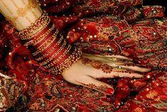 Latest Bridal Arabic Mehndi Designs Bride apply mehndi designs on their hands, the hands and feet in the day Mehndi function Arabic Bridal Mehndi Designs, Dulhan Mehndi Designs, Mehndi Designs For Hands, Bridal Henna, Indian Bridal, Mehendi, Henna Designs, Henna Mehndi, Arabic Mehndi
