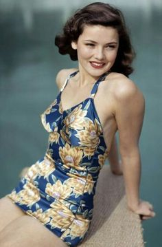 Gene Tierney in a shiny blue and gold one piece swimsuit, pin curls, and red lips. She was always a classic beauty Moda Vintage, Vintage Hollywood, Hollywood Glamour, Hollywood Stars, Classic Hollywood, Vintage Glamour, Vintage Beauty, 1940s Fashion, Vintage Fashion