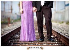 Bahngleis-Prom-Foto-Idee - New Ideas Prom Photography, Couple Photography Poses, Photography Styles, Friend Photography, Maternity Photography, Family Photography, Homecoming Pictures, Prom Photos, Prom Pics