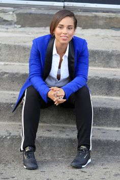 #AliciaKeys: Blue blazer with track pants and Reeboks. It's hip and it's comfortable! Try it on for size. Shop #DMLooks at DivaMall.tv