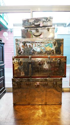 """These trunks were used by sophisticated travellers voyaging """"par avion."""""""