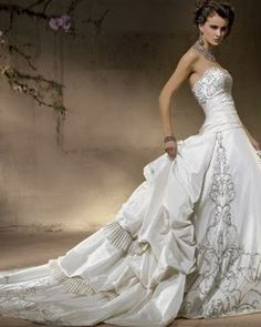 Precious vintage wedding dress Princess line a baroque dress full of
