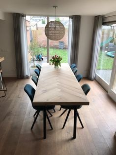 Industrial House, Tables, New Homes, Dining Table, Kitchen, Furniture, Home Decor, Houses, Dining Room