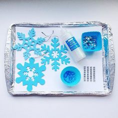 Keep Your Beautiful Mess to a Minimum: We love the idea of confining craft time to a foil-lined cookie sheet or tray for minimal cleanup. So smart!