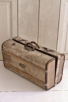 OUDE KOFFER / FRENCH SUITCASE SOLD