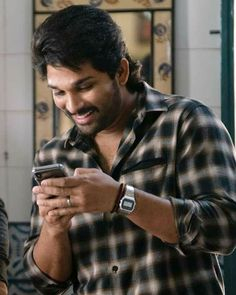 Actor Picture, Actor Photo, Picture Movie, Love Wallpaper For Mobile, Allu Arjun Hairstyle, Famous Indian Actors, New Photos Hd, Cute Couple Poses, Couple Pics