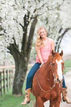 senior photography, senior portraits, senior poses, senior pose, kansas city photography, senior horse pose, horse photography