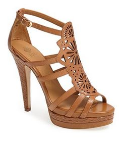 Gorgeous sandal http://rstyle.me/n/ghiz5nyg6