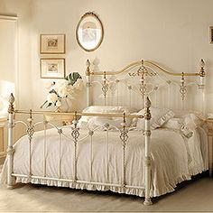 Find out all of the information about the GIUSTI PORTOS product: double bed / classic / wrought iron LUXOR. Contact a supplier or the parent company directly to get a quote or to find out a price or your closest point of sale. White Iron Beds, White Metal Bed, Shabby Chic Bedrooms, Bedroom Vintage, Vintage Bed Frame, Filigranes Design, Interior Design, Cama Vintage, Wrought Iron Bed Frames