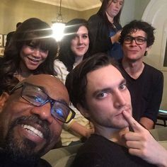 West coast look who I'm watching with. The 100 Cast, It Cast, The 100 Season 3, The 100 Serie, Murphy The 100, Tv Show Casting, Bob Morley, Alycia Debnam Carey, Dear Future Husband