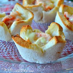 Cestini di pancarrè con salmone e robiola ricetta veloce Vegan Dinner Party, Dinner Party Recipes, Raw Food Recipes, Snack Recipes, Cooking Recipes, Snacks, Antipasto, Healthy Finger Foods, Best Party Food