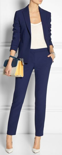 Women love outfits to match with their shoes. Work outfits for example, it can looks good with heels, boots, loafers and many more. But today, we'll focus on a work outfit ideas to pair with loafers. Mode Outfits, Office Outfits, Office Wear, Casual Outfits, Blue Office, Winter Outfits, Dress Casual, Dress Formal, Heels Outfits