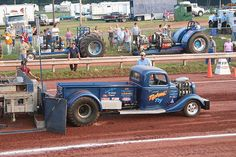 Tractor+Pull New Trucks, Lifted Trucks, Cool Trucks, Truck And Tractor Pull, Tractor Pulling, Truck Pulls, Bench With Back, Rustic Bench, Classic Trucks