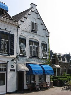 De Delftse Pauw is pottery factory from the 17th century located in the north of the city Delft on the Delftweg. It is one of the few pottery factories which carry on the tradition of handpainted Delft pottery. Wikipedia