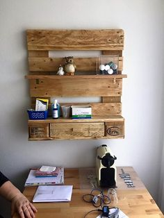 now what about this wood pallet repurposed wall shelf, like we have been observing these interior installations probably from the decades. People prefer these wooden installations inside their homes. For this again you need some raw and average shipping pallet planks, just cut them to the size and assemble them as shown in the project and you are all done.