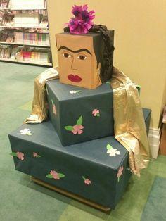 Frida Kahlo with display cubes for Hispanic Heritage month. Frida Diego, Frida Art, Hispanic Art, Hispanic Culture, Spanish Classroom, Classroom Decor, Spanish Club Ideas, Spanish Heritage, Heritage Crafts