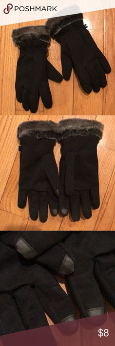 🥂Head Women's Winter Gloves Head Women's Winter Gloves keeps hand warm & dry. Faux fur cuffs & touchscreen tips on index finger and thumb. Excellent used condition; only worn a few times. Head Accessories Gloves & Mittens