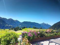 Traumhafter Ausblick auf die Tiroler Bergwelt in der Wellnessresidenz Schalber in Serfaus/Tirol. Mountains, Nature, Travel, Viajes, Traveling, Nature Illustration, Off Grid, Trips, Mother Nature