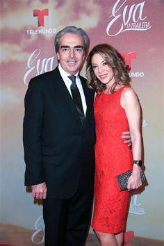 """Edith González y su marido Lorenzo Lazo en el estreno de la telenovela """"Eva, La Trailera"""" (Telemundo), en Miami, el 26 de enero de 2016.¿Nos sigues en Twitter?"""
