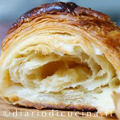 Internet è pieno di ricette di croissant ma sono tu. The Internet is full of croissant recipes but they are all different and this has put me in Italian Croissant Recipe, French Croissant, Croissant Bread, Donuts, Wine Recipes, Cooking Recipes, Confort Food, Sweet Corner, Torte Cake