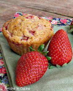 muffin vegan alle fragole e cardamomo   http://www.dueamicheincucina.ifood.it/2015/04/muffin-vegan-alle-fragole-e-cardamomo.html?utm_source=feedburner&utm_medium=email&utm_campaign=Feed%3A+2AmicheInCucina+%282+Amiche+in+Cucina%29  