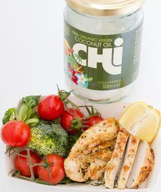 Filet z kurczaka, marynowany w soku cytrynowym, podsmażony na oleju kokosowym Chi, z dodatkiem świeżych warzyw.