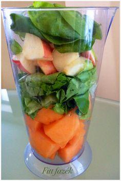 Fitt fazék kultúrblog : Fiona élő, reggeli itala; saláta – avokádó – spenót – sárgadinnye – alma.
