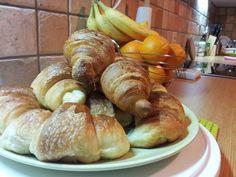 Γαλλικά Croissant ! Από την κουζίνα του/της Νικόλας Καλλιανιώτης στο Famecooks.com  #famecooks Bread, Kitchen, Recipes, Food, Baking Center, Cooking, Kitchens, Home Kitchens, Rezepte