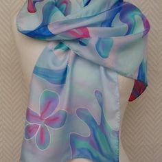 """Echarpe, étole, foulard en  soie bleu pastel rose turquoise """"plongée sous marine""""peint à la main."""