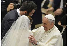 """""""Pidamos por todos los esposos, especialmente por los que pasan por dificultades"""", el Papa Francisco en su catequesis"""