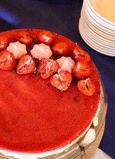 Mansikka-raparperijuustokakku on paras kesäkakku! Pancakes, Cheesecake, Baking, Breakfast, Food, Morning Coffee, Cheesecakes, Bakken, Essen