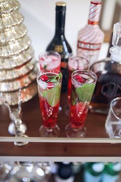 Friday, November 17, 2017 Holiday Drink Recipe: Cranberry Mojito Christmas Cocktails, Holiday Cocktails, Refreshing Drinks, Summer Drinks, Southern Curls And Pearls, Mojito Recipe, Cranberry Recipes, Party Drinks, Holiday Treats