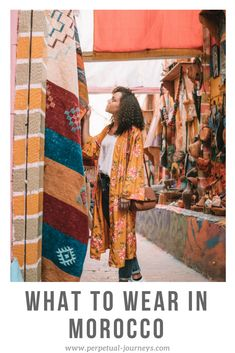 What to wear in Morocco as a female traveler: Outfit ideas & tips. Visit Marrakech, Marrakech Travel, Marrakech Morocco, Morocco Travel, Marrakesh, Morocco Fashion, Spain Fashion, Vacation Style, Vacation Outfits