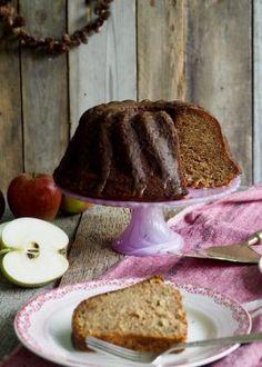 Saftig, krydret eplekake med karamellglasur Norwegian Cake Recipe, Apple Cake, Vanilla Cake, Cake Recipes, Toast, Pudding, Breakfast, Christmas, Food