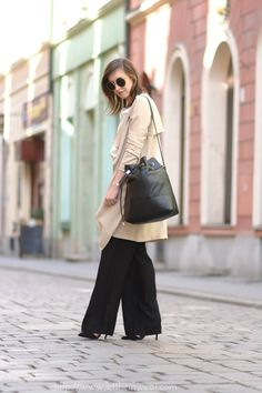 70thies  street style blogger wide leg pants coat camel trench blogger outfit fashion