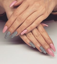 #różowe #srebrne #piękne #błyszczące #paznokcie #hybrydy #kolory ✨ #itsagirl #princegeorge #pyłek #metalmanix #Indigo #Łódź #pink #silver #colors #beautiful #bling ✨ #nails #hybrid #hybridnails #nailsoftheday made by @elzaa_w