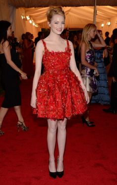 Met Gala 2012--Emma Stone in Lanvin >> I'm loving her more & more in these settings, she's so playful!