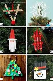 15 Easy Kids Christmas Crafts Keeping kids busy when it's cold outside is a task on its own! These 10 easy kids Christmas Crafts double as great gift as well as decor and keep them busy! Noel Christmas, Diy Christmas Ornaments, Xmas Crafts, Craft Stick Crafts, Christmas Gifts, Christmas Ideas, Craft Sticks, Popsicle Crafts, Fun Crafts