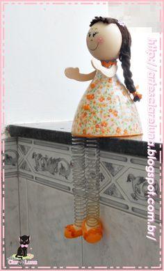 Juliana - do site http://artesclareluna.blogspot.com.br/ - Feita de garrafa pet, tecido, bola de isopor, E.V.A. e lã