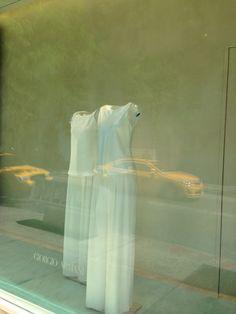 Il negozio Emporio Armani situato al 601 di Madison Avenue a New York. Quattro piani dipinti con Spatula Stuhhi, per una cascata di emozioni, eleganza e armonia.  #design #interiorsdesign #decorazione #armani #giorgiograesan #spatulastuhhi