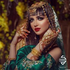 Muslim bride makeover In this wedding season glow with a new way with . Arab Fashion, Fashion Art, Girl Photography, Fashion Photography, Afghani Clothes, Glam Photoshoot, Arabian Women, Antique Jewellery Designs, Afghan Girl
