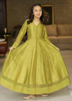 Stylish Dresses For Girls, Dresses Kids Girl, Lovely Dresses, Simple Dresses, Casual Dresses, Long Dress Design, Baby Dress Design, Frock Design, Kurti Neck Designs