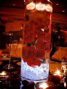 How gorgeous are these easy to DIY centerpieces? #redweddings #weddingdecor