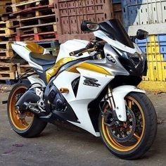 Suzuki gsx r - Motorcycle Usa Suzuki Gsx R, Motos Suzuki, Suzuki Motorcycle, Motorcycle Gear, White Motorcycle, Course Moto, Custom Sport Bikes, Sportbikes, Cool Motorcycles