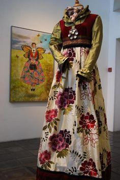 Festdrakt av Lise Skj k Br k Festdrakt av Lis Folk Costume, Costumes, Frozen Costume, Fairytale Dress, Traditional Dresses, Fashion Outfits, Womens Fashion, Scandinavian Design, Dance Wear