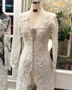 Kebaya Brokat, Kebaya Dress, Muslim Wedding Dresses, Mother Of Groom Dresses, Traditional Outfits, Gowns, Lace, Womens Fashion, Model